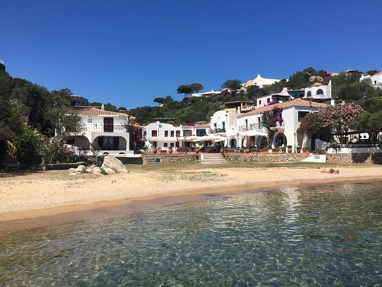 Porto Rafael, Italy: Wunderbares Café an der Piazetta in Punta Sardegna