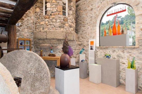 Biot, France: Showroom