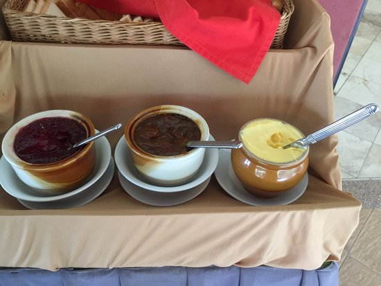 Langkapuri Inn: Jam and butter with a knife stuck it at breakfast