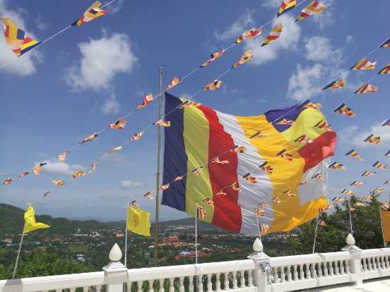 Wat Khao Sanam Chai: Pagoda- windy
