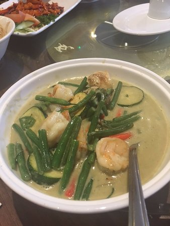 Yeadon, UK: Thai Green King Prawn Curry