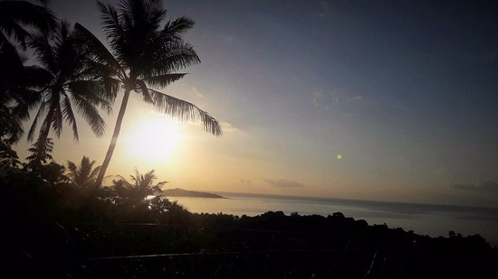 Maret, Thailand: Sunrise @ Lamai Viewpoint + the Moon