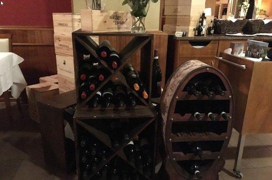 Weinheim, Tyskland: Good selection of wines.....