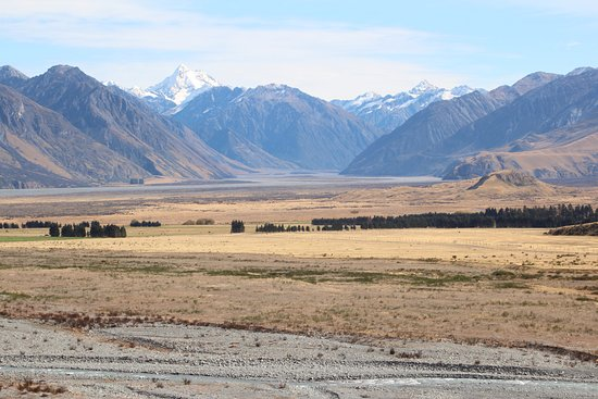 Rolleston, Nueva Zelanda: Sightseeing - Mt Sunday (Edoras, Lord of the Rings location) - one and a half hours away.