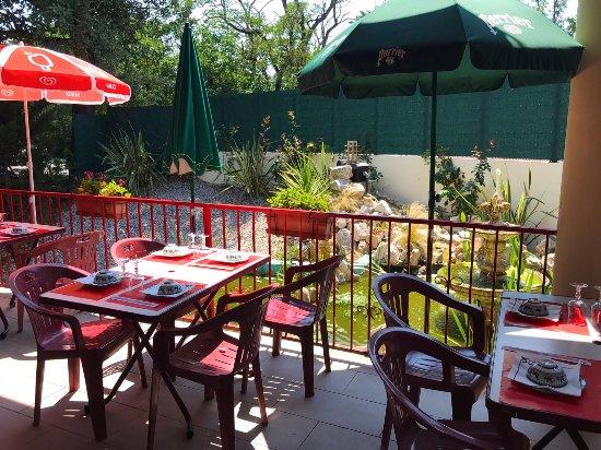 Portet-sur-Garonne, Frankrijk: vallees d asie restaurant terrasse