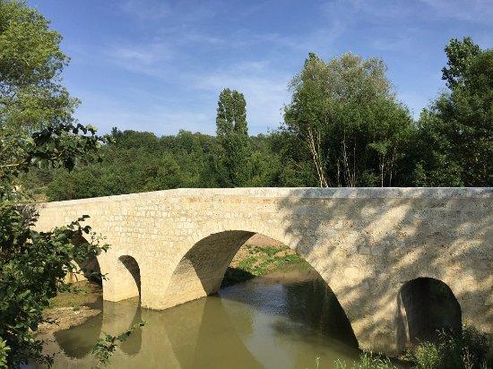 Gers, France : Pont de Lartigues à Larressingle, inscrit au patrimoine mondial de l'humanité par l'UNESCO