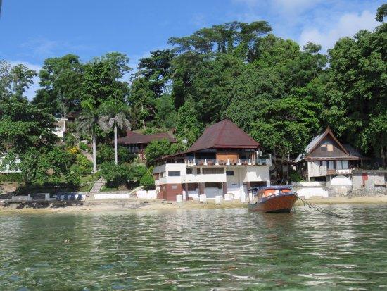 Bunaken Cha Cha Nature Resort: Approaching Cha Cha Resort for a wet landing