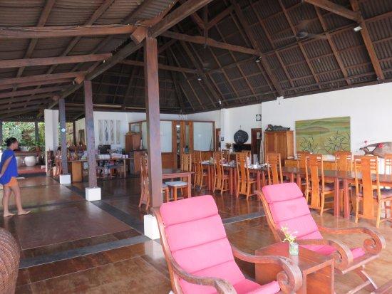 Bunaken Cha Cha Nature Resort: Dining area & lounge