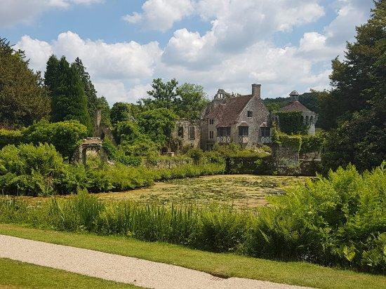 Lamberhurst, UK: Approaching castle