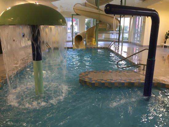 Super 8 Quebec City: Water slide was great