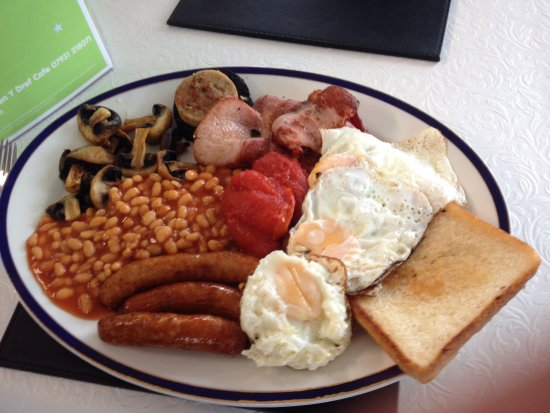 Amlwch, UK: Our breakfast and dinner meals lovely cafe and really good atmosphere staff are very polite and