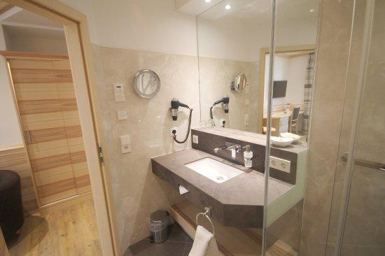 Badezimmer unserer Neuen Business-EZ - Picture of Hotel Bercher ...