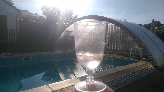 Atlantis Holiday Apartments: G&T by the pool in the evening sunshine