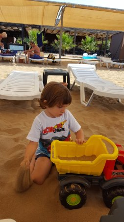 PrimaSol Hane Family Resort: Oğlumuz sahilde