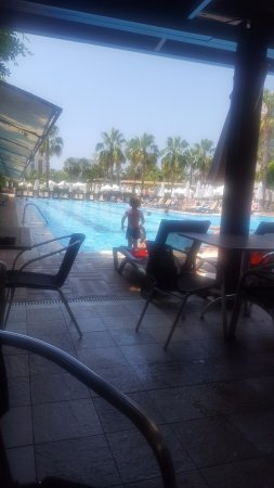 PrimaSol Hane Family Resort: Pool bar ve havuz ; daha çok burada vakit geçirdik