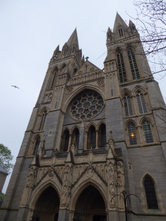 Truro, UK: Looking Up from Front of Cathedral