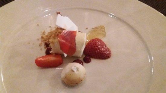 Egerton, UK: tiny dessert