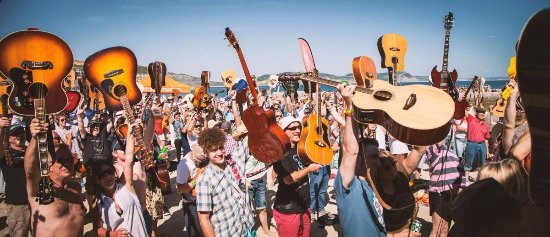 Lyme Regis, UK: Guitars On The Beach