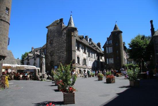 Village photo de office de tourisme de salers salers tripadvisor - Office du tourisme salers ...