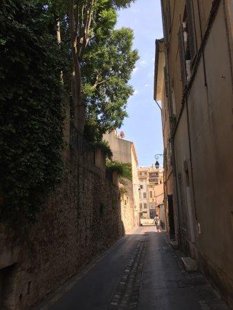 Remoulins, France: photos prises a l'hotel . chambre et vues