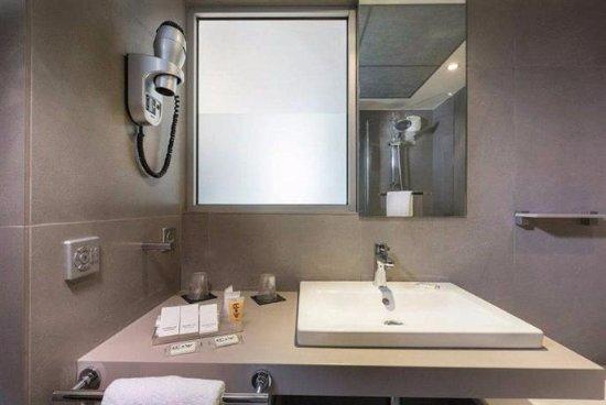 Hotel du Cadran Tour Eiffel: Bonne douche!!