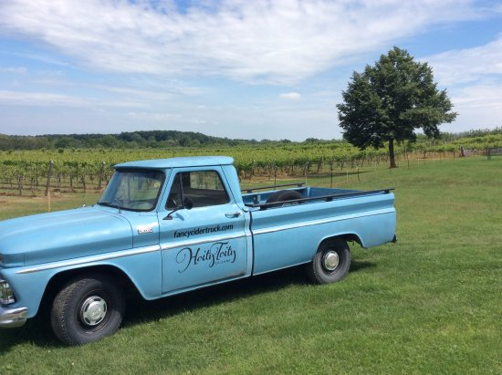 Mildmay, Canada: Our team at Hoity Toity Cellars is down to earth and here to show you the finer side of Bruce Co