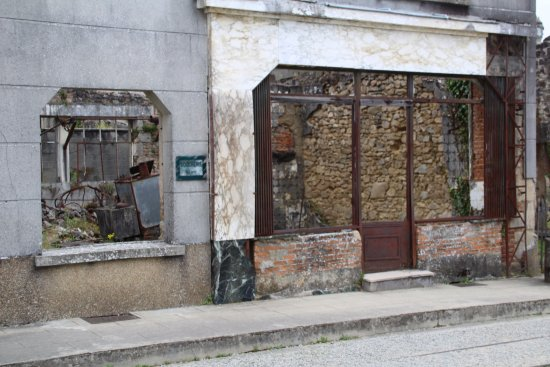 Oradour-sur-Glane old town: oude banketbakkerszaak