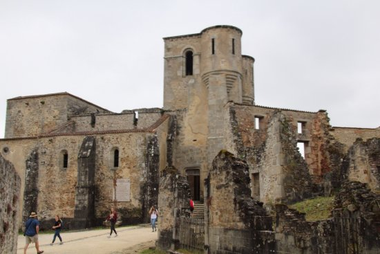 Oradour-sur-Glane old town: de vernielde kerk