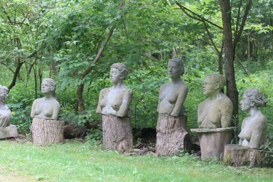 Kelleys Island, OH: sculputres