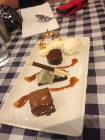 Cucinos Italian Restaurant: Gluten Free Chocolate Dessert - yum!