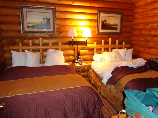 Cowboy Village Resort: Beds against the wall!