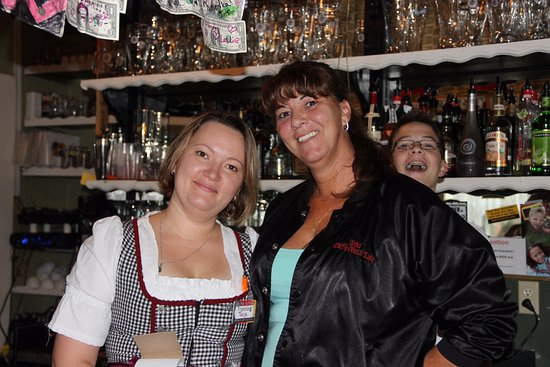 Hinesville, Geórgia: waitress with owner Anka
