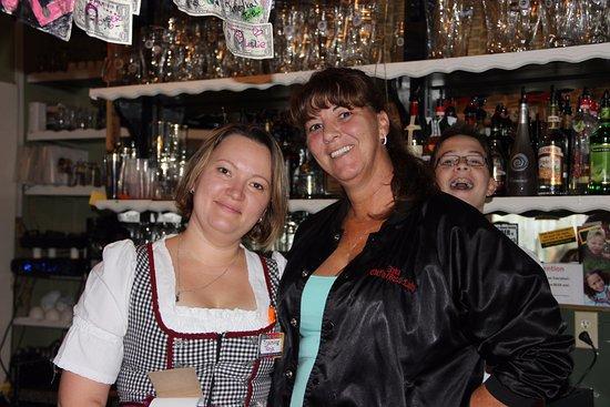 Hinesville, GA: waitress with owner Anka