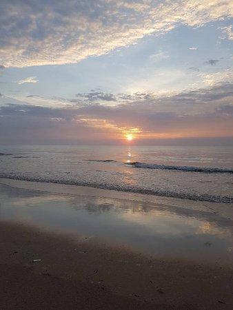 Holiday Villa Beach Resort & Spa Cherating: Beautiful sunrise caught on the right moment