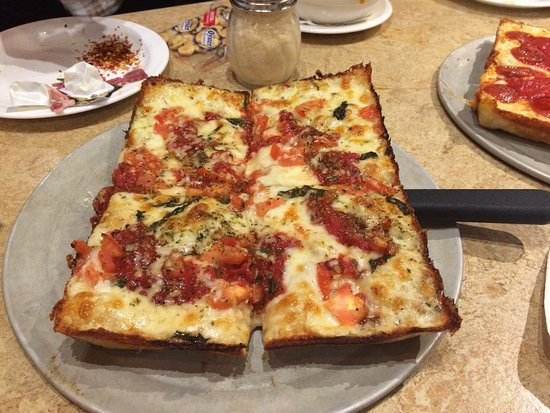 Warren, MI: Two pizzas an Antipasto salad and minestrone soup