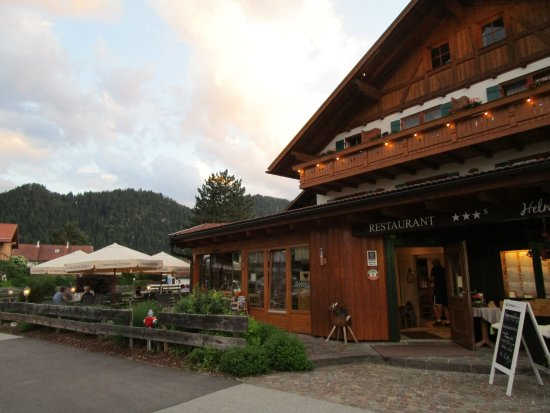 Hotel Helmerhof Restaurant: large outdoor seating area