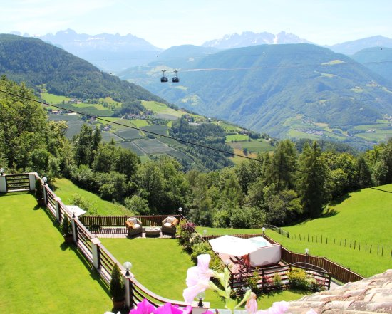 Soprabolzano, Italia: Suite Dolomiti view over the Dolomites