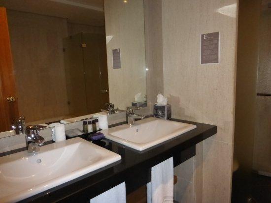 Hotel The Cliff Bay: Twin basins