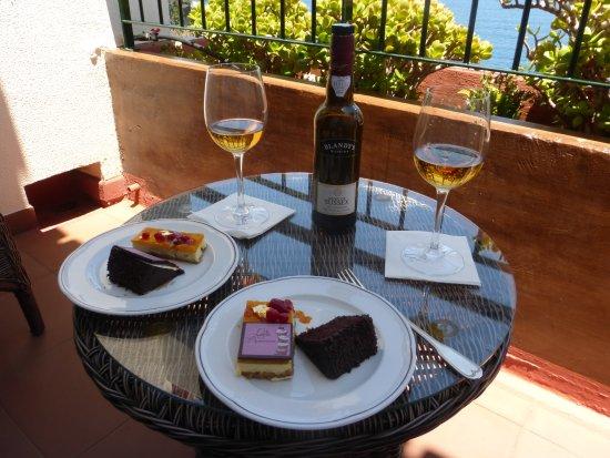 Hotel The Cliff Bay: Birthday cake on the balcony