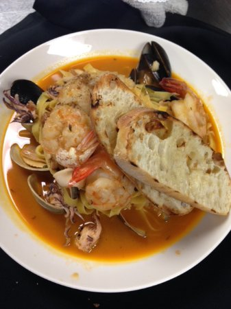 Wading River, NY: Seafood Cioppino Special