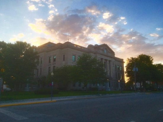 Auburn, IN: Sunset on the courthouse