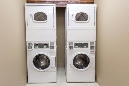 Baymont Inn & Suites Mequon Milwaukee Area: Laundry facilities for guest use