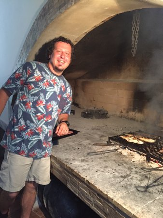 Island of Vis, Kroatië: Mario at the grill
