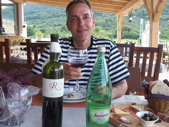 Island of Vis, Kroatië: Some vino from the island (delicious Roki's wine)