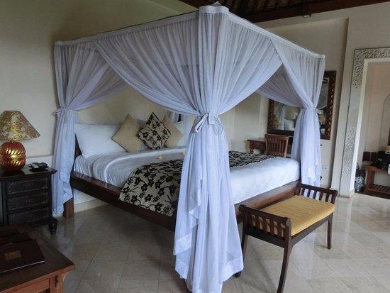 Bebek Tepi Sawah Villas & Spa : enorme cama