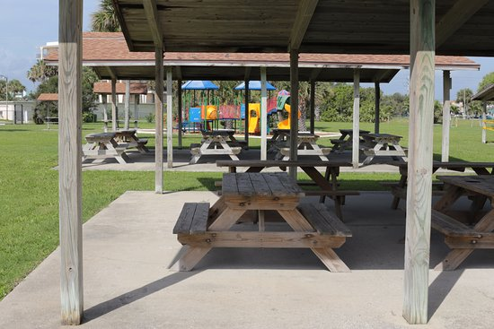 Cocoa, FL: Pavilions with Picnic Tables