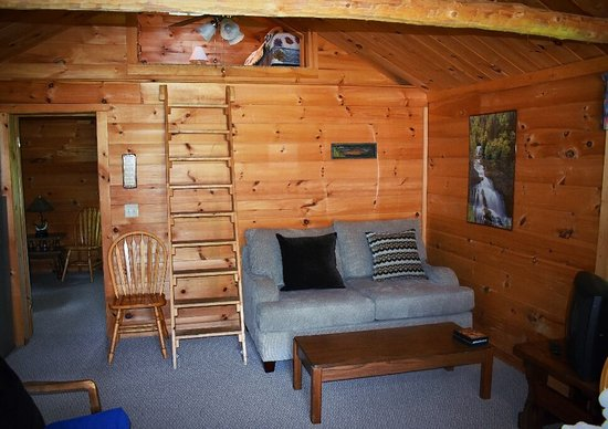 The Forks, ME: Pleasantly surprised by the renovation of these cabins! We usually stay once a year and this yea