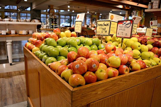 Amherst, Массачусетс: Atkins Farms Apple selection