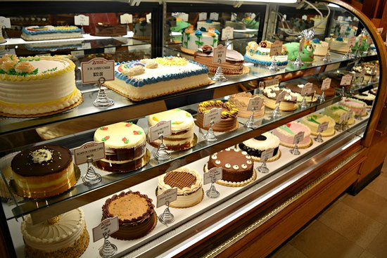 Amherst, Массачусетс: Atkins Bakery Fresh Baked & Professionally Decorated