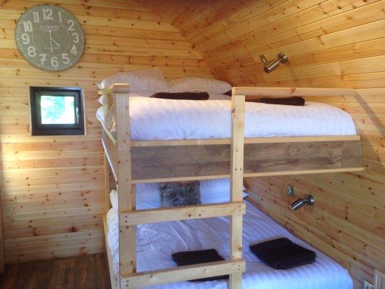 Frodsham, UK: Double sized bunk beds.